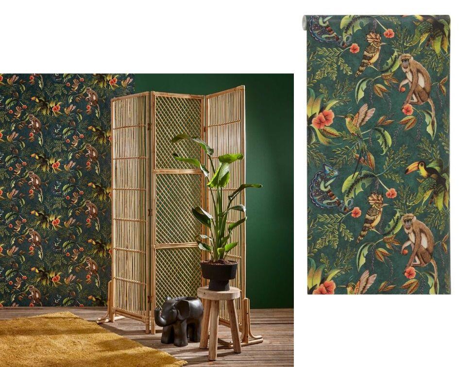 Tropisch behang in combinatie met een donkergroene muur